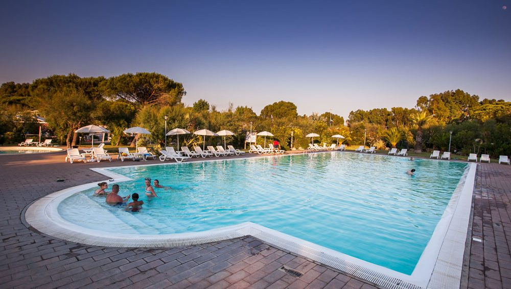 campeggio con piscina a cecina