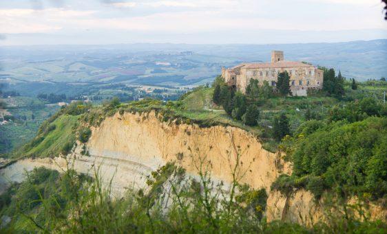 Abbazia dei Santi Giusto e Clemente, Balze di Volterra